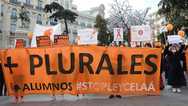 "La ""marea naranja"" contra la LeyCelaá"