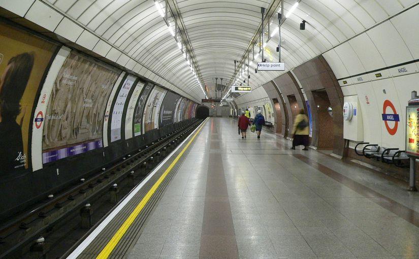 El metro de Londres, el primer metro de la historia, cumple hoy 158años