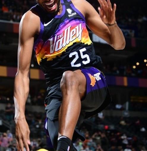Los Suns jugarán los playoffs tras una década desequía