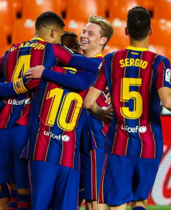 El Barça se aferra a la liga enMestalla